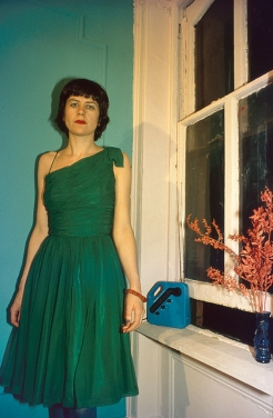 Nan Goldin, Vivienne in the Green Dress, NYC, 1980, Archival pigment print mounted on Dibond, 76.2 x 118 cm. © Nan Goldin.